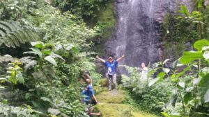 Caminatas ecológicas con colegios con cascadas